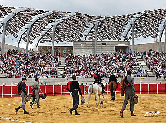 Llegó el día de la inauguración oficial, que no oficiosa del albero llerenense. (FOTO: Gallardo)