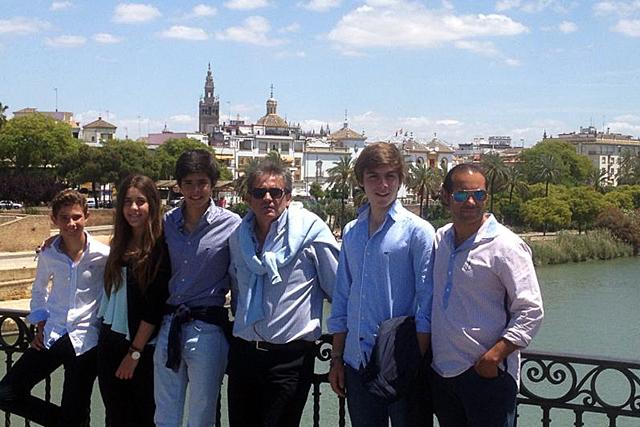 En Sevilla junto a otros alumnos y Cartujano, el otro maestro de la escuela