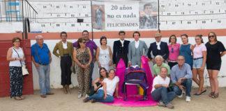 Los asistentes al homenaje junto a Fernando González (FOTO: Antonio Álvarez)