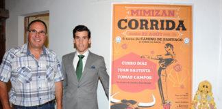 Junto a un miembro de la comisión taurina de Mimizan presentando la corrida del sábado