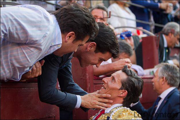 Complicidad entre Tomás Campos y Diego Urdiales en Las Ventas (FOTO: Álvaro Marcos)