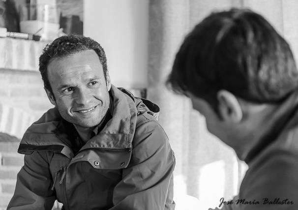 El diestro pacense sonriente mientras contestaba a las preguntas (FOTO:JM Ballester)
