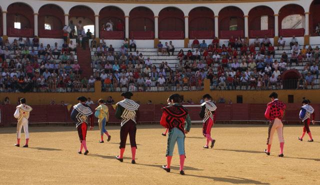 Paseíllo en la plaza de toros de Jerez de los Caballeros (FOTO:Gallardo)