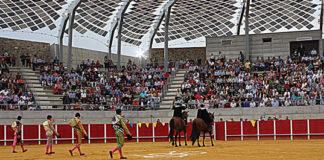 Paseíllo en la plaza de toros de Llerena (FOTO:Gallardo)