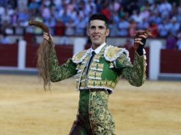 Talavante con el rabo cortado en la corrida homenaje a Víctor Barrio (FOTO: Arjona-Aplausos)