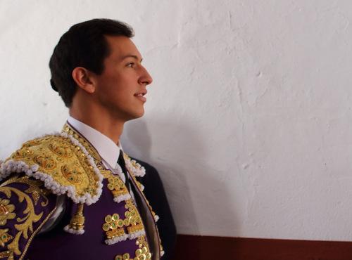 Miguel Ángel Silva llegando al patio de caballos