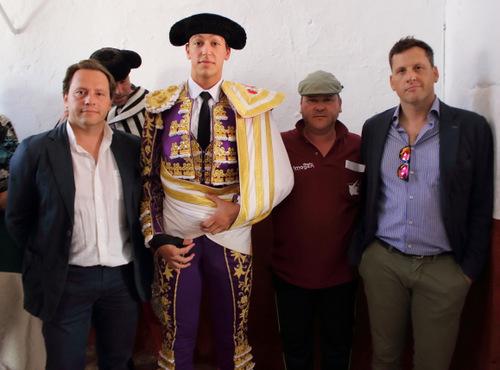 Silva junto a sus apoderados y el presidente de su peña