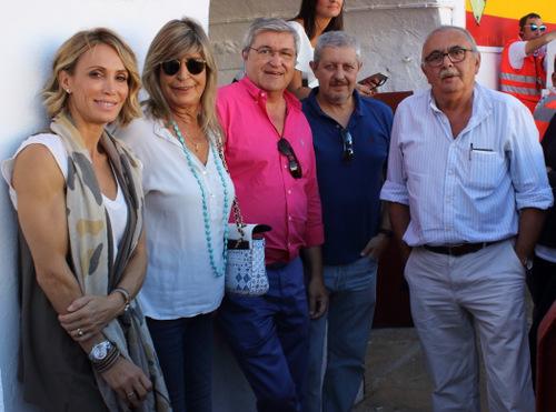 Cristina Sánchez junto al equipo médico habitual