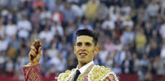 Talavante con uno de los trofeos cortados en Zaragoza