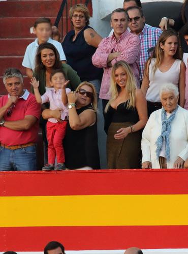 El hijo de Diego Ventura aplaudiendo a su padre en la vuelta al ruedo