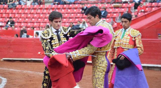 Garrido durante la ceremonia de confirmación en La México (FOTO:Tadeo Alcina)