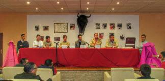 Los intervinientes en la charla-coloquio de la inauguración de la Peña Taurina 'El Volapié' de Campanario (FOTO: Pilares)