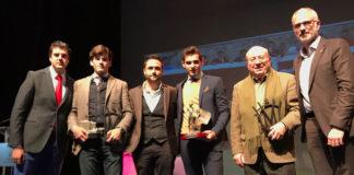 Los galardonados posan con sus premios en Herrera del Duque
