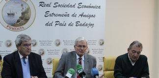 Luis Carlos Franco, Alfredo Liñán y Francisco González durante el acto de presentación