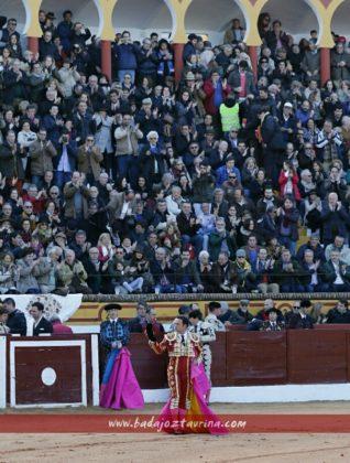 Antonio Ferrera saludando la ovación del público de Olivenza