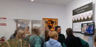 Un grupo de los estudiantes alemanes visitando el museo Dinastía Bienvenida