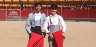 Los alumnos Carlos Domínguez e Ismael Jiménez