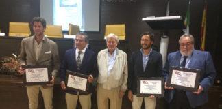 Los tres ponentes junto al moderador y el presidente de La Económica