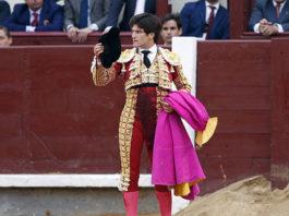 José Garrido saludando la ovación que le tributó el público de Madrid tras despachar a su primero (FOTO: Plaza1)