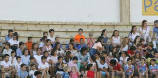 Morante impartiendo su clase magistral en el tendido infantil
