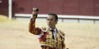 Ferrera con la oreja del sobrero (FOTO: Javier Arroyo-Aplausos)