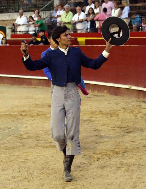 Carlos Domínguez con el trofeo conquistado en Valencia (FOTO: Joël Buravand)