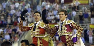 Perera y Ginés Marín paseados a hombros en Albacete (FOTO: Arjona-Aplausos)