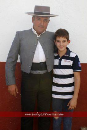 Manolo Linares, mayoral de Cayetano Muñoz, y su hijo