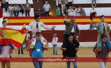 Rivero, Monesterio y Pintiado a hombros junto a Manolo Linares