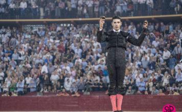 Talavante con las dos orejas del quinto en Zaragoza (FOTO: SCP)