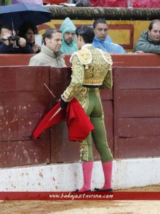 Alejandro Talavante brindando a Justo Hernández