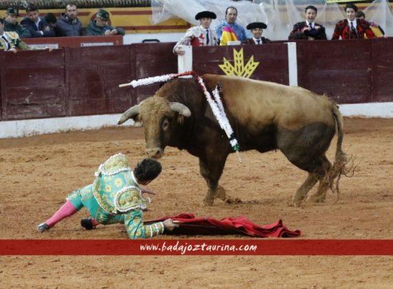Antonio Ferrera cayó en la cara del toro...