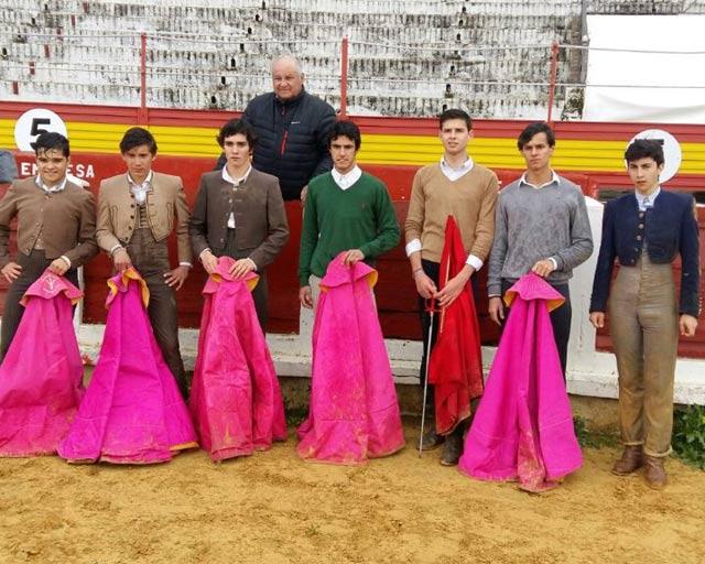 Los alumnos que tentaron las eralas de Jandilla junto a Borja Domecq en Mérida