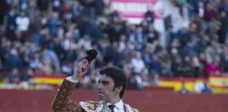 Miguel Ángel Perera con la oreja del tercero. (FOTO: Javier Arroyo-Aplausos)