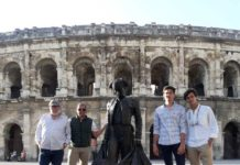 Los dos alumnos en Nimes junto a Cartujano y Tomás Rodríguez