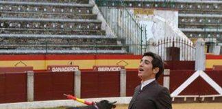 Adrián Venegas durante su actuación del pasado sábado en Almendralejo (FOTO: Campos)