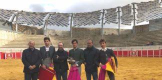 El ganador junto a los otros dos finalistas posan con Lorenzo Molina, Valentín Cortés y Joaquín Domínguez