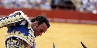 Antonio Ferrera ante el cuarto, del hierro de Vegahermosa (FOTO:Arjona-Aplausos)