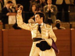José Garrido con la oreja del sexto. (FOTO: Arjona-Aplausos)