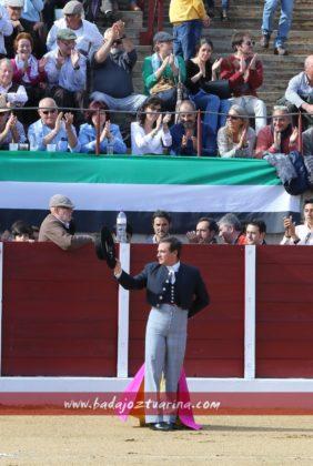 Luis Reina ovacionado al romperse el paseíllo