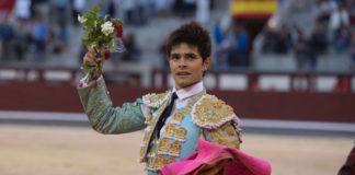 Juanito dando la vuelta al ruedo de Las Ventas (FOTO: Javier Arroyo-Aplausos.es)