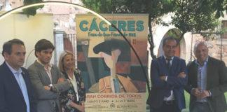 Garrido y Joaquín Domínguez en el acto de presentación del cartel de Cáceres