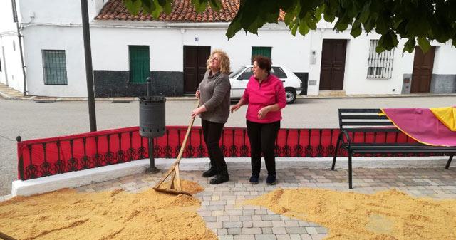 Pepi y Manuela alisando el ruedo