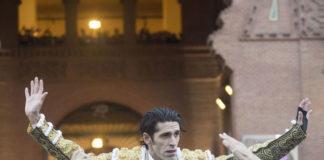 Talavante saliendo a hombros de Las Ventas (FOTO: Javier Arroyo-Aplausos)