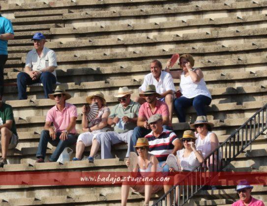 La familia Vinagre vino desde Cabeza la Vaca al sol. Eso es afición.