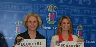 Blanca Subirán y Pepa Dueñas posan con el cartel anunciador de Ecuextre 2018