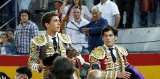 Ginés Marín y José Garrido llevados en hombros en Granada (FOTO: Arjona-Aplausos)