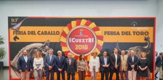 Espartaco junto a las autoridades extremeñas en la inauguración de ECUEXTRE
