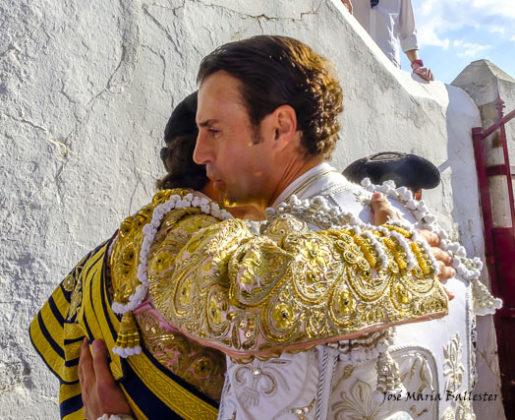 Juan saluda a Curro