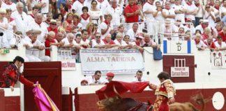 Marín conduciendo a toriles a Lebrero (FOTO: COSTEDOAT)
